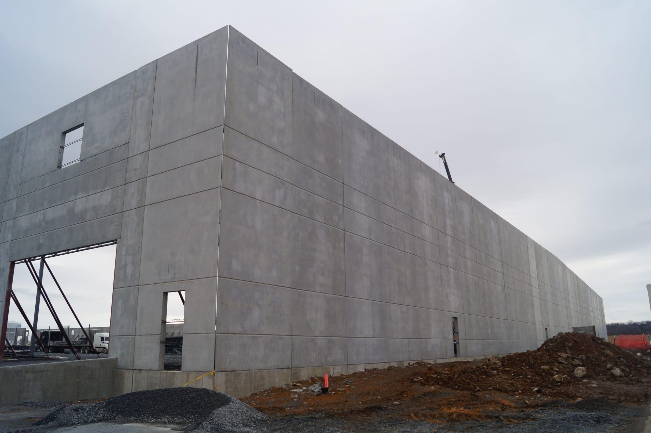 Warehouse construction using precast concrete
